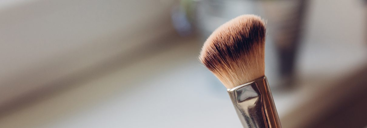 nettoyer pinceaux de maquillage