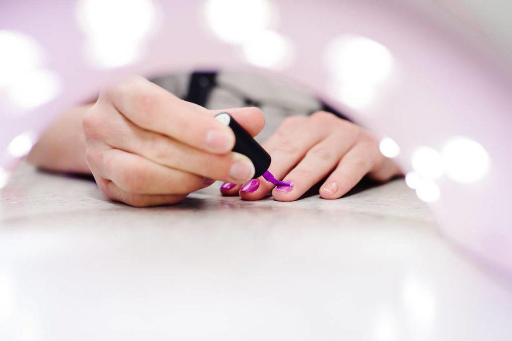 Beauté des ongles: pourquoi opter pour du gel couleur?
