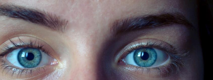 teinture cils yeux bleus